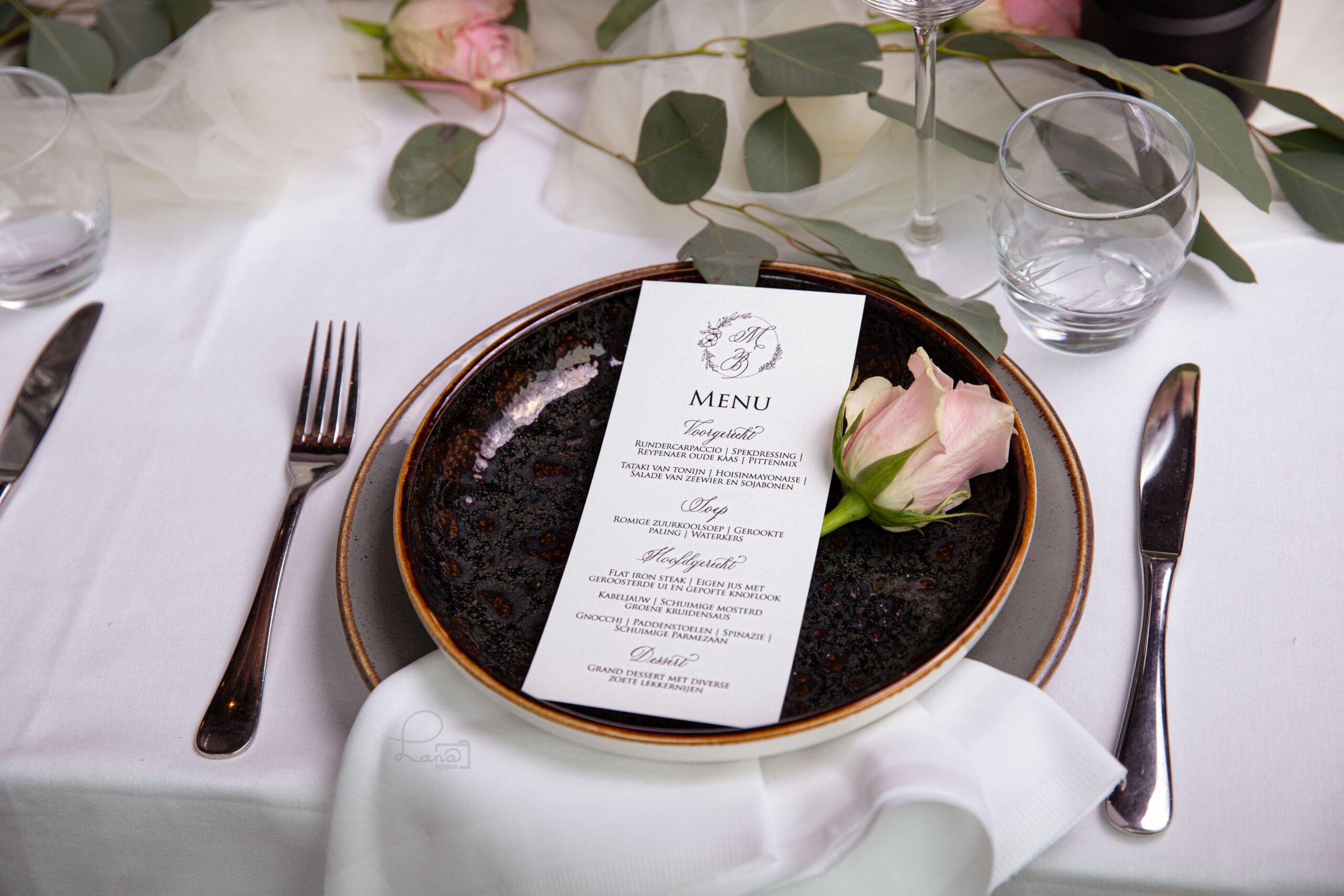 bruiloft menukaart kalligrafie