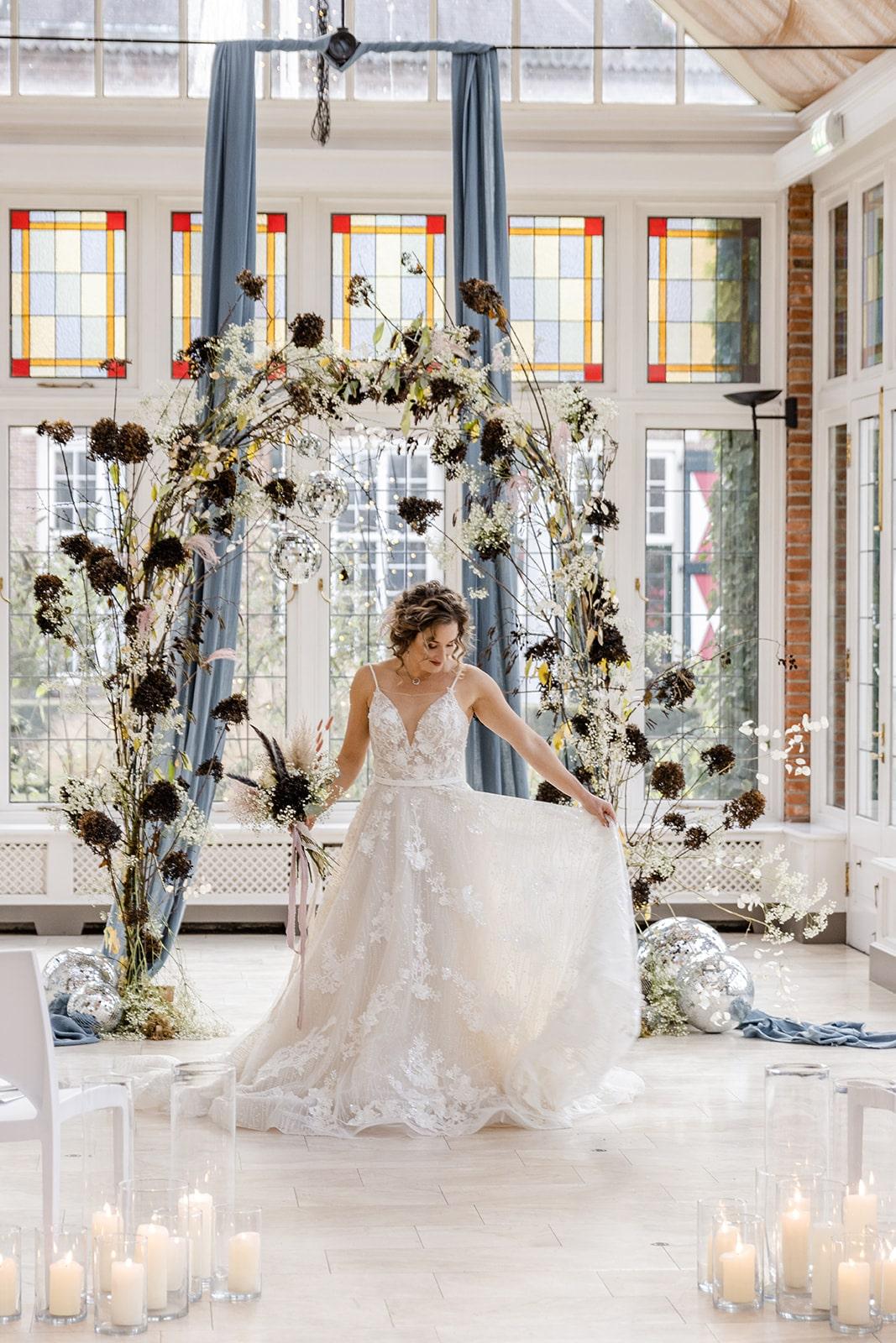 bruid in trouwjurk koonings the wedding palace