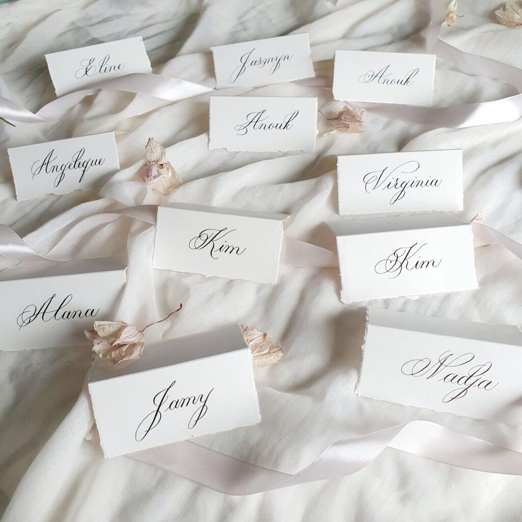 naamkaartjes bruiloft kalligrafie-min