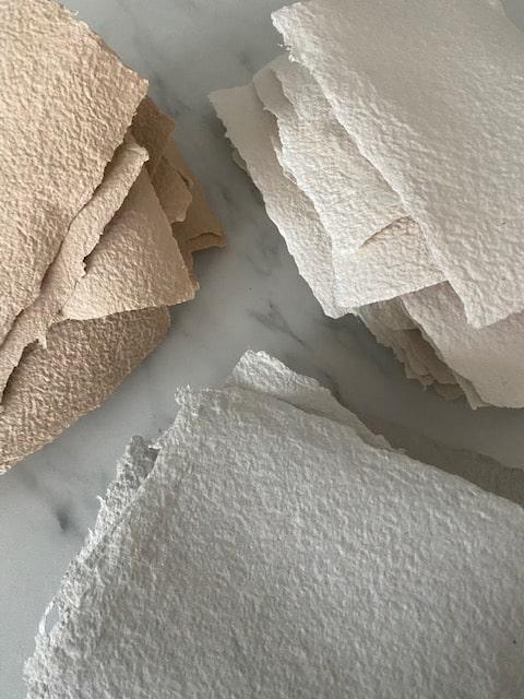 handgeschept papier blush, grijs en wit voor pers