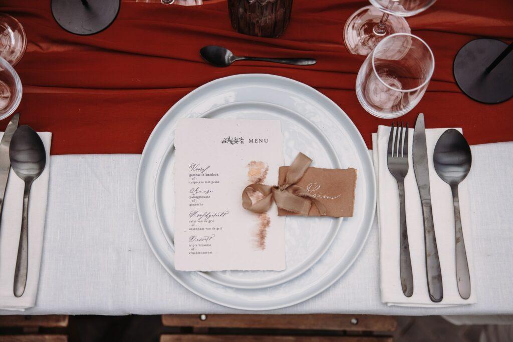 menu en naamkaartje rusty