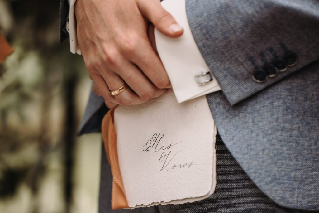 stijlvolle trouwkaart klassieke kalligrafie