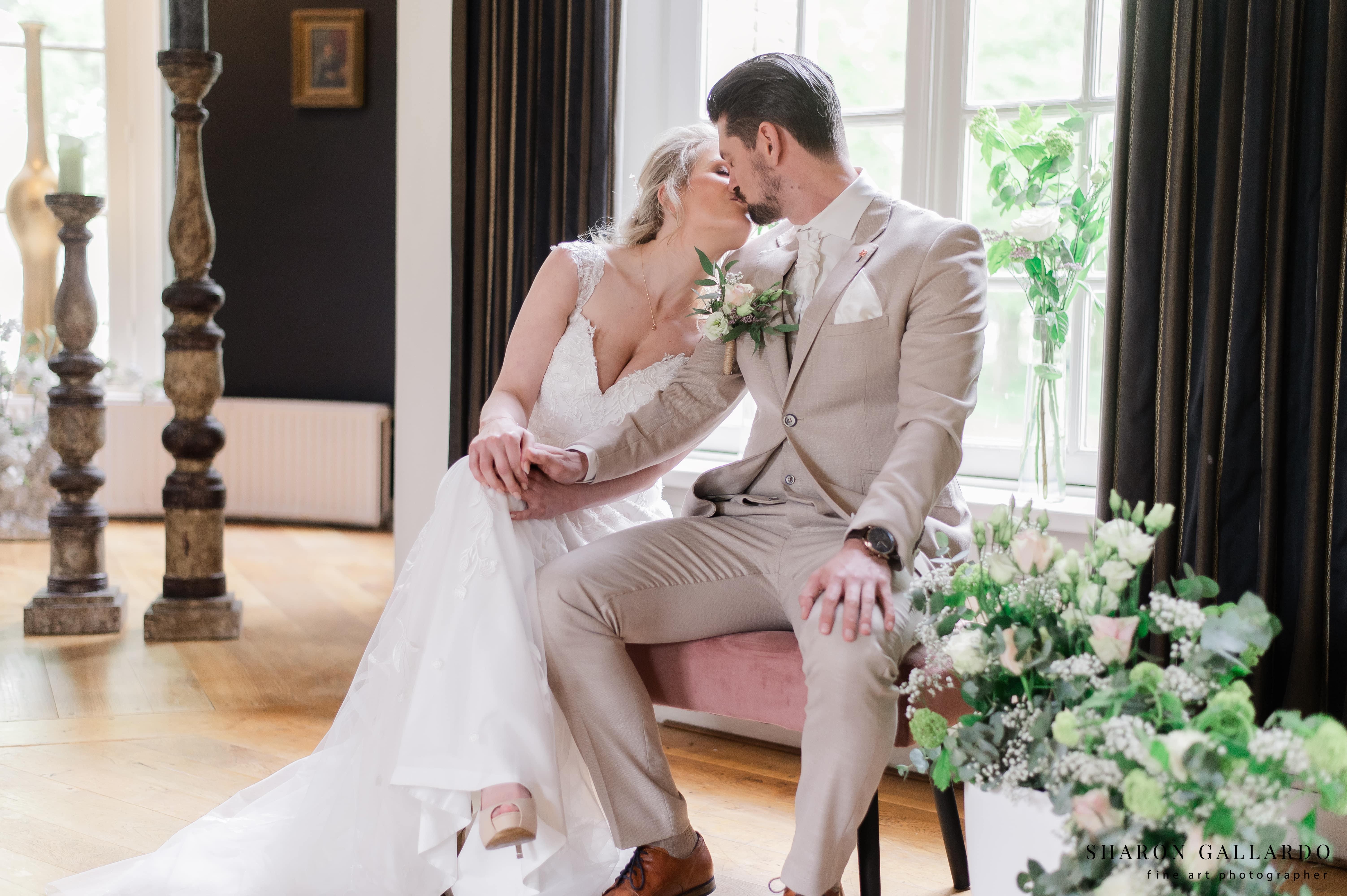bruid en bruidegom kus ja-woord